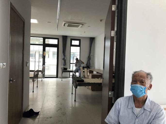Chuyển 151 F1 của ca bệnh Covid-19 siêu lây nhiễm đến Bệnh viện Bạch Mai cơ sở 2 - Ảnh 10.
