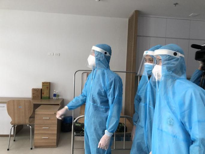 Chuyển 151 F1 của ca bệnh Covid-19 siêu lây nhiễm đến Bệnh viện Bạch Mai cơ sở 2 - Ảnh 12.