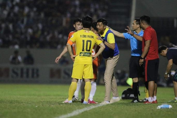HLV Lê Huỳnh Đức từ chức, lỡ hẹn đối đầu Kiatisak ở Cúp Quốc gia - Ảnh 1.