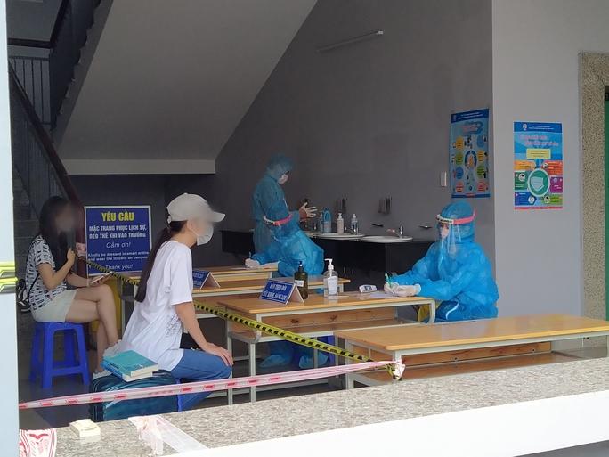 Người từ các địa phương trở lại TP HCM sau nghỉ lễ phải khai báo y tế với nơi làm việc - Ảnh 1.
