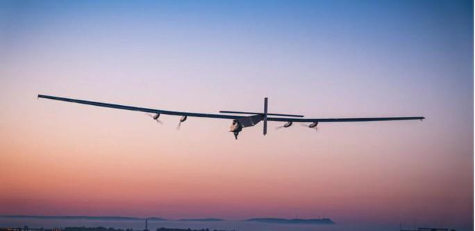 Mỹ có máy bay năng lượng mặt trời bay liên tục trong nhiều tháng - Ảnh 1.