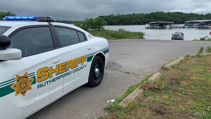 Mỹ: Máy bay lao xuống hồ, 7 người nghi thiệt mạng - Ảnh 5.