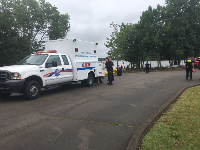 Mỹ: Máy bay lao xuống hồ, 7 người nghi thiệt mạng - Ảnh 3.