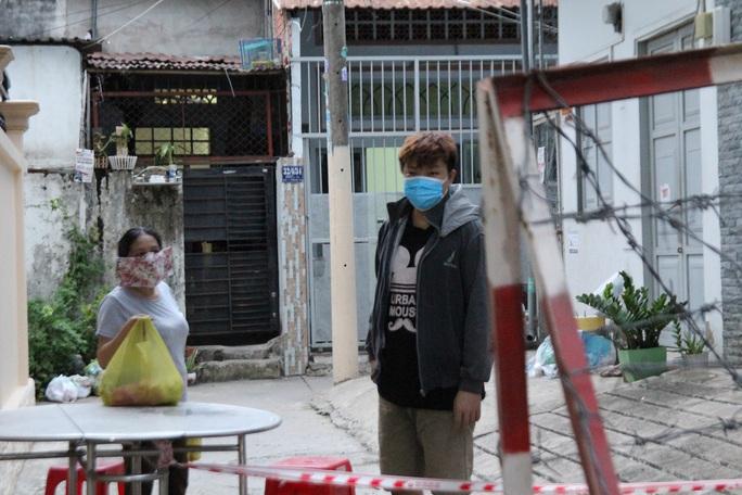 Hình ảnh như mơ ở khu phong tỏa thuộc phường Trường Thọ, TP Thủ Đức - Ảnh 2.