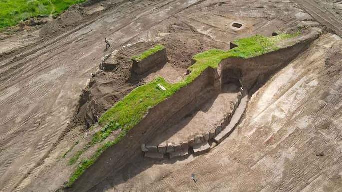 Đào đường, phát hiện đài thiên văn 5.500 tuổi bao vây loạt mộ cổ - Ảnh 2.