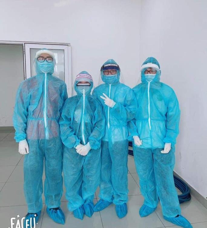 Sinh viên Trường ĐH Y Khoa Phạm Ngọc Thạch xuyên đêm chống dịch - Ảnh 2.