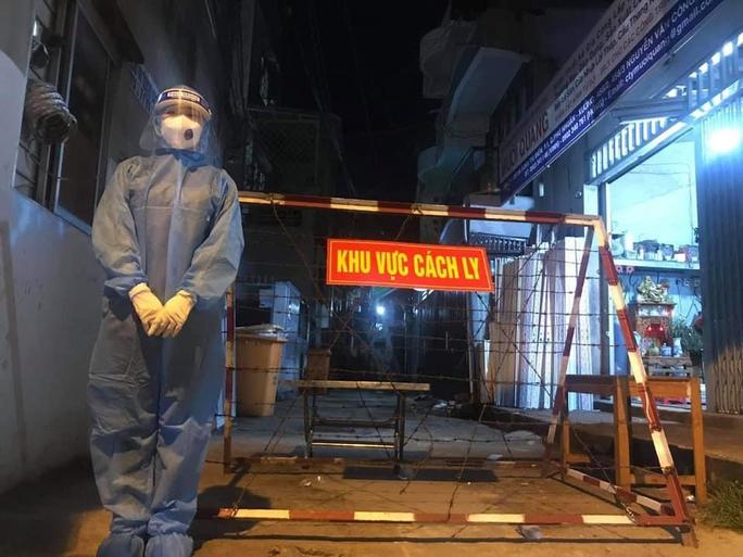 Sinh viên Trường ĐH Y Khoa Phạm Ngọc Thạch xuyên đêm chống dịch - Ảnh 4.