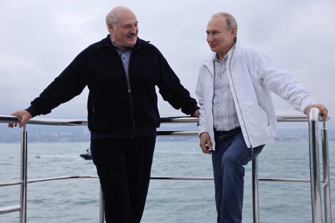 Căng thẳng phương Tây - Belarus phủ bóng Thượng đỉnh Mỹ - Nga - Ảnh 1.