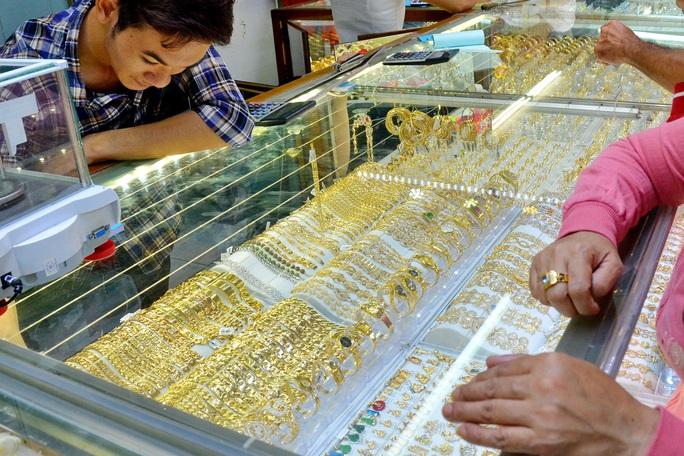 Giá vàng hôm nay 5-9: Giá vàng bắt đầu đợt tăng giá? - Ảnh 1.