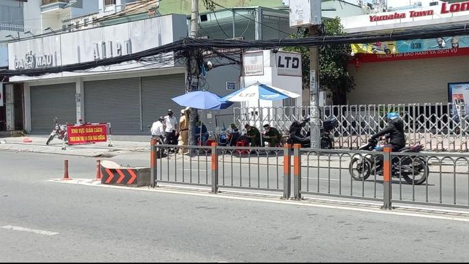 Chủ tịch UBND quận Gò Vấp: Người dân đi lại bình thường nhưng phải khai báo y tế - Ảnh 3.