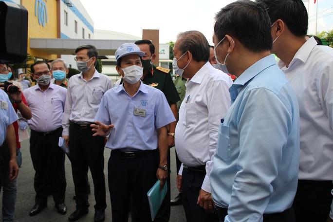 Phó Thủ tướng Trương Hòa Bình kiểm tra công tác phòng chống dịch Covid-19 tại các KCX-KCN - Ảnh 2.