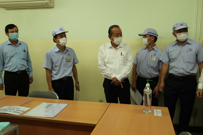 Phó Thủ tướng Trương Hòa Bình kiểm tra công tác phòng chống dịch Covid-19 tại các KCX-KCN - Ảnh 5.