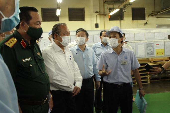 Phó Thủ tướng Trương Hòa Bình kiểm tra công tác phòng chống dịch Covid-19 tại các KCX-KCN - Ảnh 3.