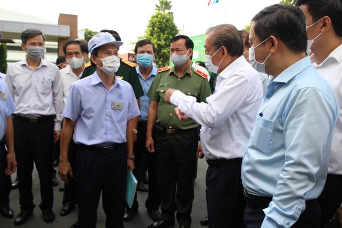 Phó Thủ tướng Trương Hòa Bình kiểm tra công tác phòng chống dịch Covid-19 tại các KCX-KCN - Ảnh 1.