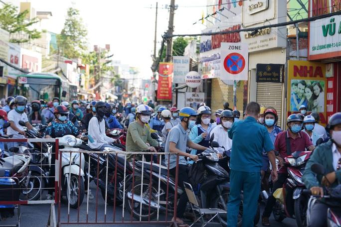 Người dân Gò Vấp phải khai báo y tế rõ ràng để vào khu trung tâm TP HCM - Ảnh 1.