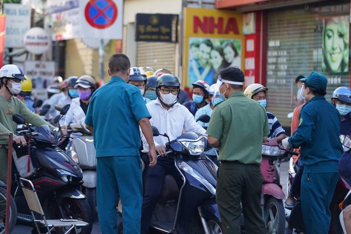 Người dân Gò Vấp phải khai báo y tế rõ ràng để vào khu trung tâm TP HCM - Ảnh 2.
