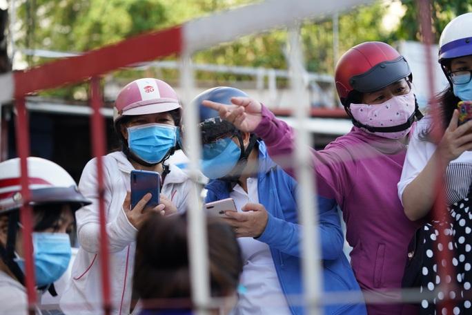 Người dân Gò Vấp phải khai báo y tế rõ ràng để vào khu trung tâm TP HCM - Ảnh 6.