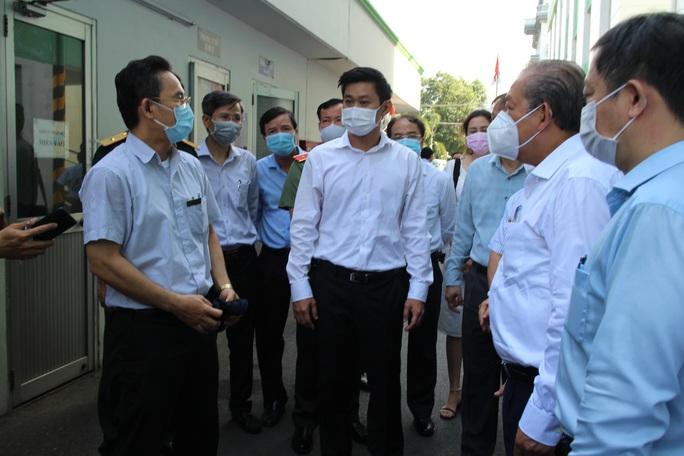 Phó Thủ tướng Trương Hòa Bình kiểm tra công tác phòng chống dịch Covid-19 tại các KCX-KCN - Ảnh 7.