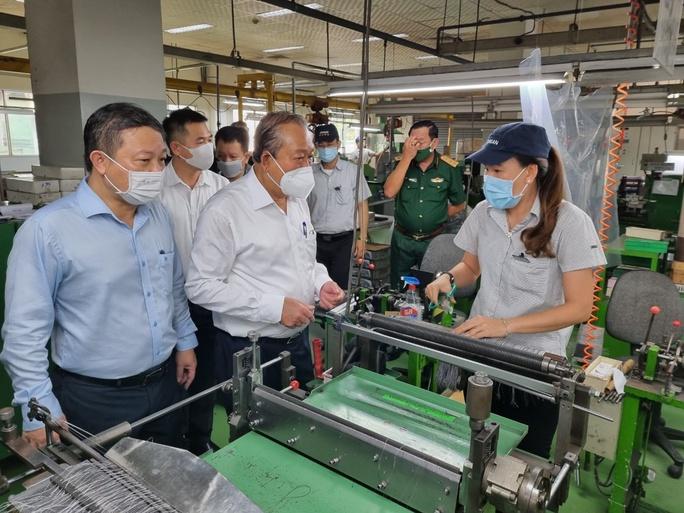 Phó Thủ tướng Trương Hòa Bình kiểm tra công tác phòng chống dịch Covid-19 tại các KCX-KCN - Ảnh 11.