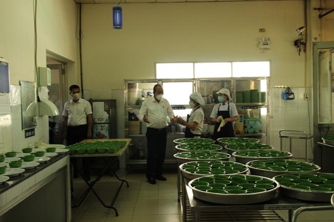 Phó Thủ tướng Trương Hòa Bình kiểm tra công tác phòng chống dịch Covid-19 tại các KCX-KCN - Ảnh 8.