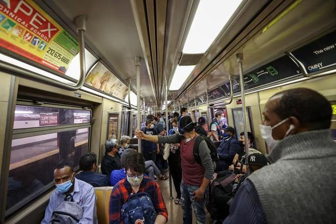 """Phát hiện gần 11.000 loại virus """"bí ẩn"""" ở các bến xe buýt, tàu điện - Ảnh 1."""