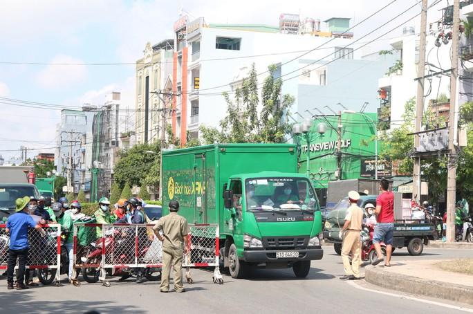 Chủ tịch UBND quận Gò Vấp: Người dân đi lại bình thường nhưng phải khai báo y tế - Ảnh 1.
