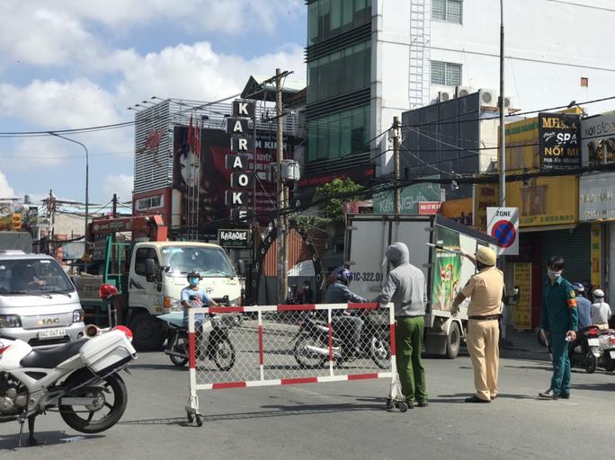 Chủ tịch UBND quận Gò Vấp: Từ 1-6, người dân đi qua Gò Vấp phải trình giấy tờ tùy thân - Ảnh 1.