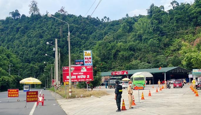 Dừng xe khách, xe hợp đồng trá hình, taxi. xe có hành khách đi về từ vùng dịch TP HCM về Lâm Đồng - Ảnh 1.