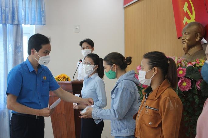 200 triệu đồng hỗ trợ đoàn viên Công đoàn khó khăn tại Đà Nẵng - Ảnh 6.