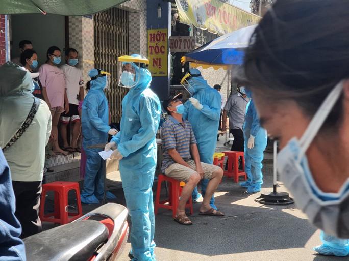 TP HCM: Phong tỏa khu dân cư trên đường Điện Biên Phủ nghi 3 người mắc Covid-19 - Ảnh 1.