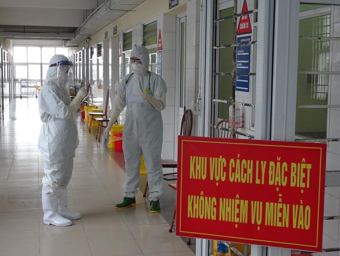 Một chuyên gia Ấn Độ dương tính với SARS-CoV-2 sau khi rời khu cách ly - Ảnh 1.