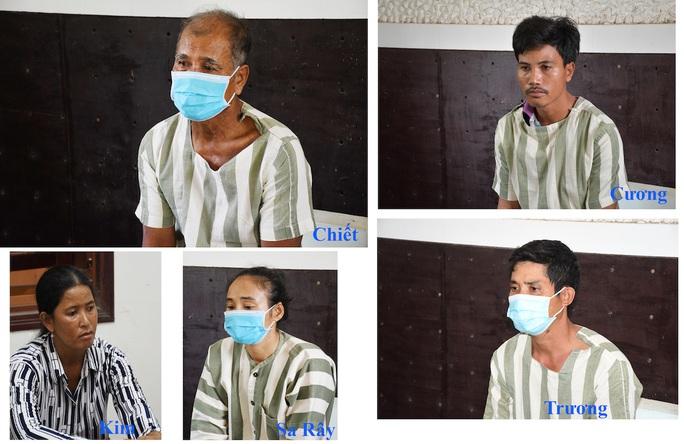 Tấn công 4 cán bộ công an, cha và 4 người con bị khởi tố - Ảnh 1.
