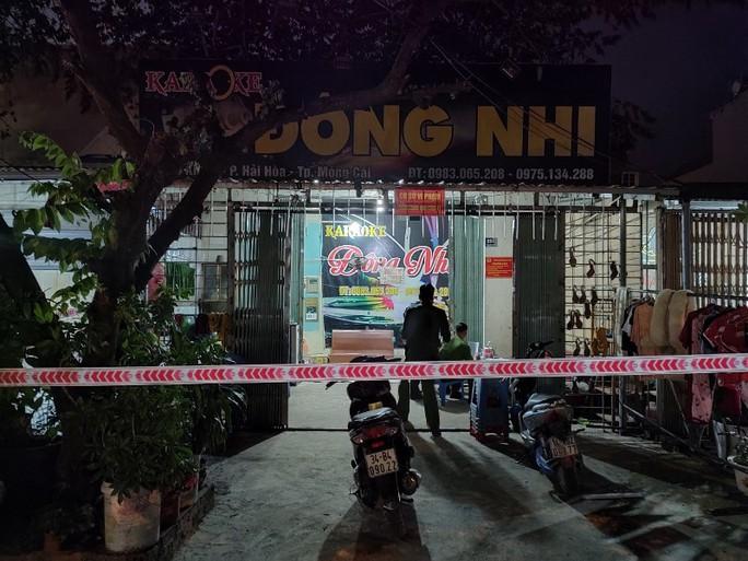 Buộc 8 dân chơi đi cách ly tập trung phải trả phí, thu hồi giấy phép quán karaoke - Ảnh 1.
