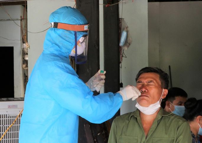 Cách ly 11 người Ấn Độ và Trung Quốc thêm 14 ngày tại khách sạn có 5 ca dương tính SARS-CoV-2 - Ảnh 2.