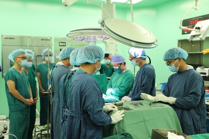 Gia đình hiến 3 bộ phận tạng của con trai bị tai nạn chết não - Ảnh 1.