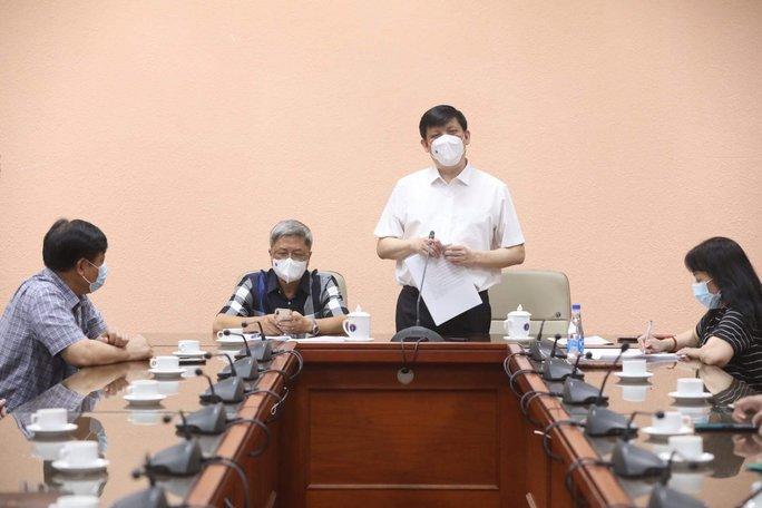 Thứ trưởng Bộ Y tế Nguyễn Trường Sơn và đoàn sang Lào công tác thực hiện cách ly tập trung - Ảnh 1.