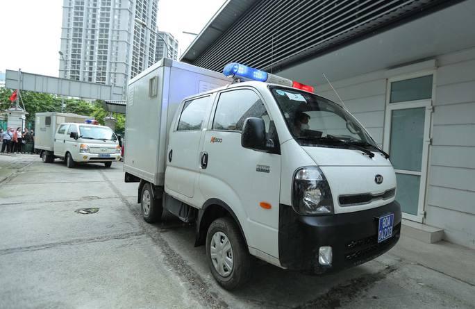 CLIP: Dẫn giải các bị cáo vụ án Nhật Cường tới toà - Ảnh 8.
