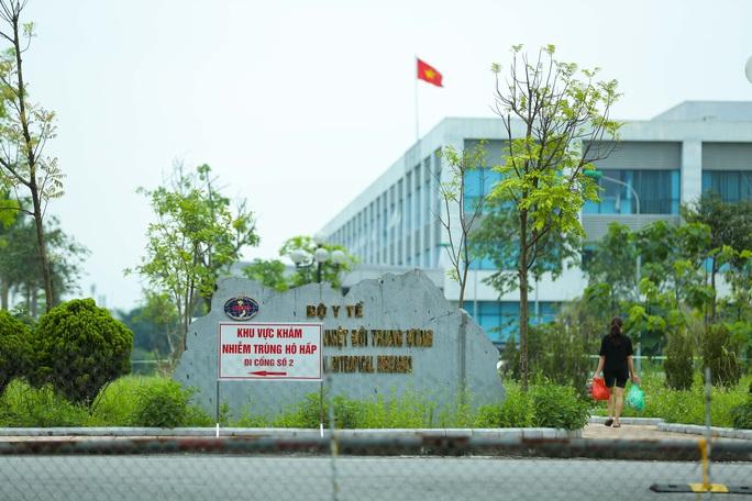"""CLIP: Bệnh viện Bệnh Nhiệt đới Trung ương cơ sở 2 """"nội bất xuất ngoại bất nhập"""" - Ảnh 15."""