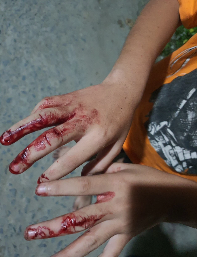 Đằng sau clip cha đánh dập tay con ở Hóc Môn - Ảnh 3.