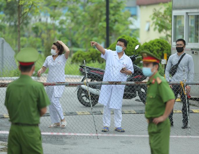 8 tỉnh thành liên quan chùm ca bệnh 14 người tại Bệnh viện Bệnh nhiệt đới Trung ương - Ảnh 1.