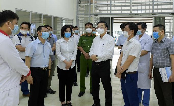 CLIP: Cận cảnh bên trong Bệnh viện dã chiến Mê Linh và sẵn sàng tiếp nhận 300 người F1 - Ảnh 2.