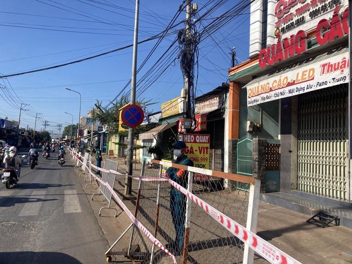 Liên quan nữ quán bar ở Đà Nẵng dương tính Covid-19: Đồng Nai phong tỏa hàng chục hộ dân - Ảnh 1.