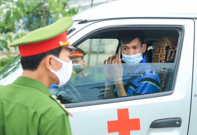 """CLIP: Bệnh viện Bệnh Nhiệt đới Trung ương cơ sở 2 """"nội bất xuất ngoại bất nhập"""" - Ảnh 8."""