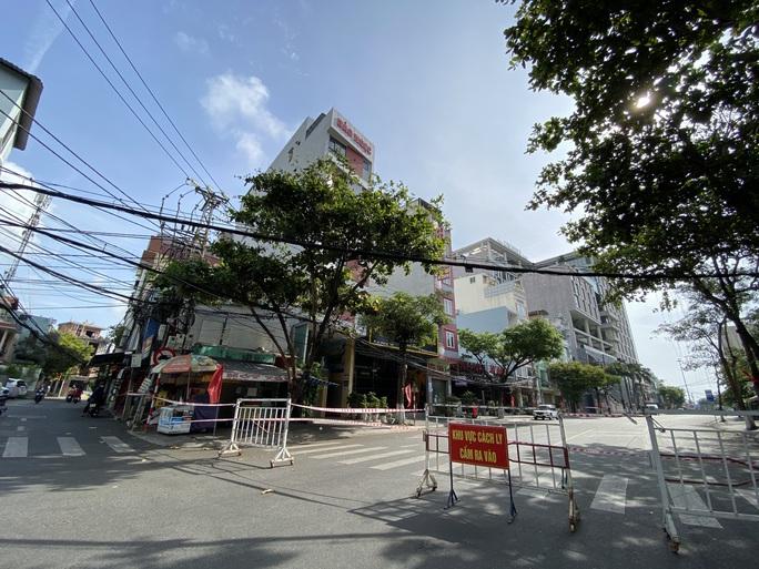 CLIP: Đà Nẵng khẩn cấp phong tỏa khu dân cư quanh vũ trường New Phương Đông - Ảnh 1.