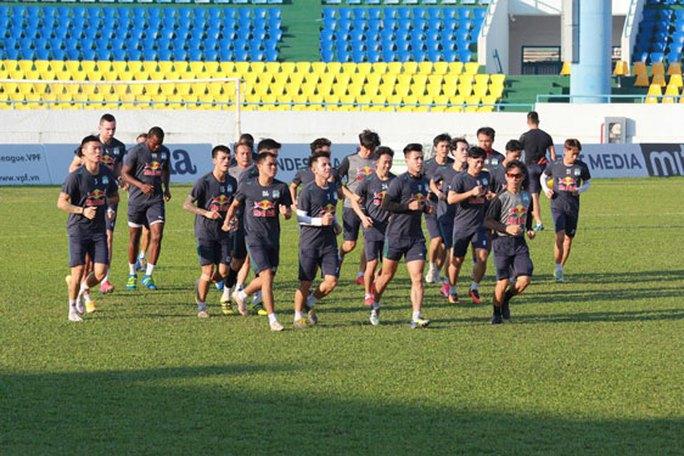 V-League hoãn, tuyển Việt Nam hội quân gấp - Ảnh 1.