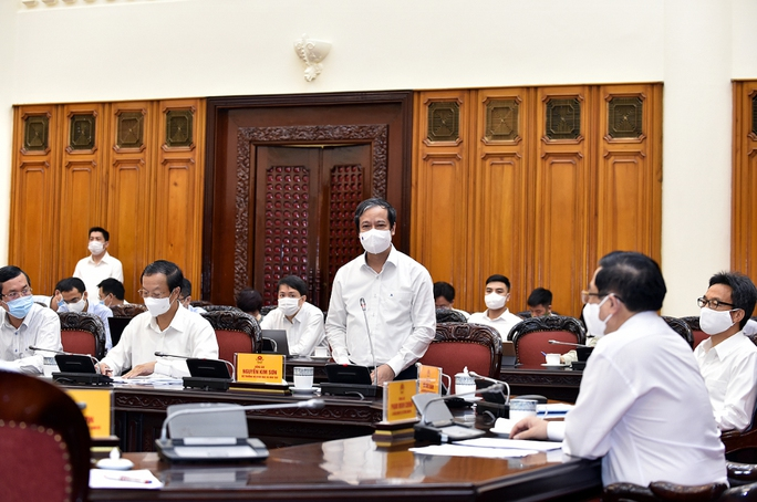 Thủ tướng Phạm Minh Chính yêu cầu hoàn thiện kịch bản chống Covid-19, tổ chức tốt kỳ thi THPT - Ảnh 2.