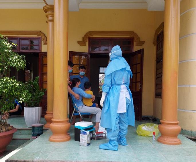 Cách ly 2 kỹ sư xây dựng ở Quảng Bình là F1 của nữ nhân viên massage mắc Covid-19 - Ảnh 1.