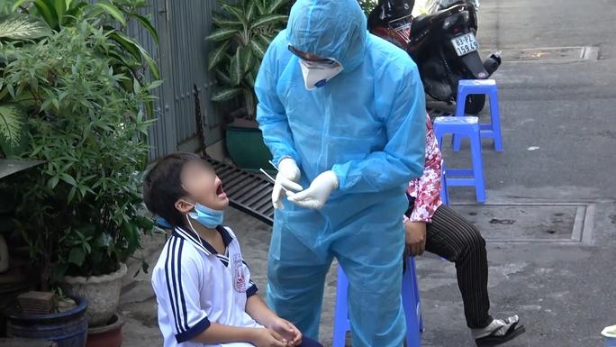 31 nhân viên y tế Bệnh viện 7A phải xét nghiệm vì liên quan ca dương tính tại Campuchia - Ảnh 1.