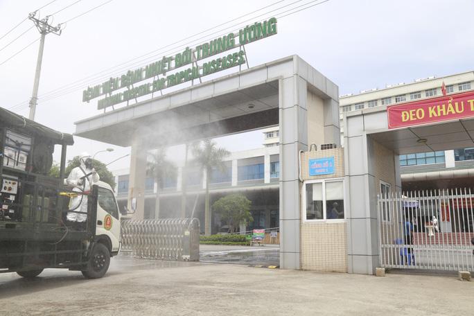 Ổ dịch Bệnh viện Bệnh Nhiệt đới Trung ương cơ sở 2: Nhiều ca F0 không rõ nguồn lây - Ảnh 2.