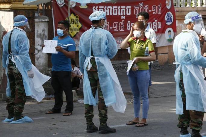 Dỡ phong tỏa thủ đô, Campuchia ghi nhận 650 ca mắc Covid-19 mới - Ảnh 1.